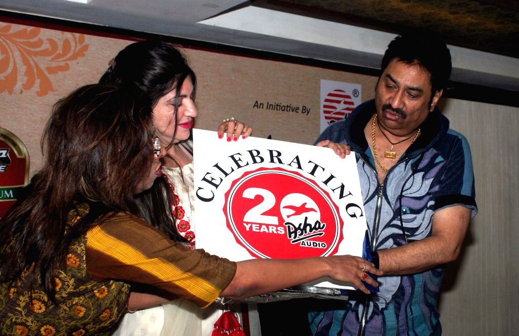 Singer Kumar Sanu and Alka Yagnik during a press conference in Kolkata on June 25, 2015.