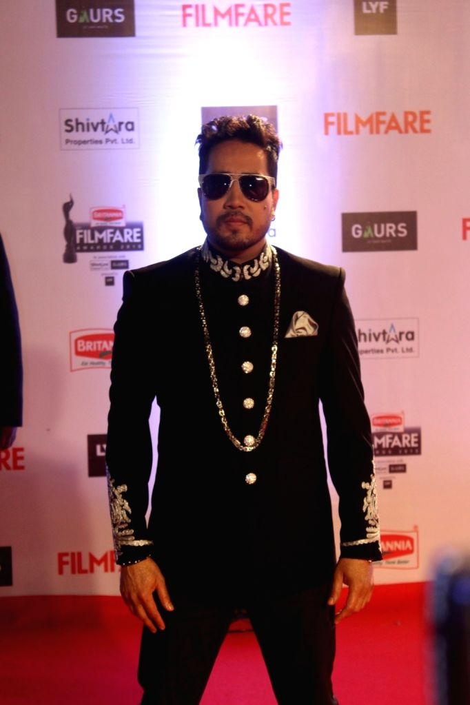 Singer Mika Singh during the 61st Britannia Filmfare Awards in Mumbai on January 15, 2016. - Mika Singh