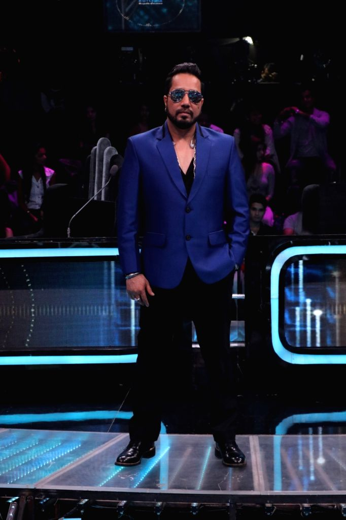 "Singer Mika Singh on the sets of reality television show ""Dance Deewane"" in Mumbai on July 23, 2018. - Mika Singh"