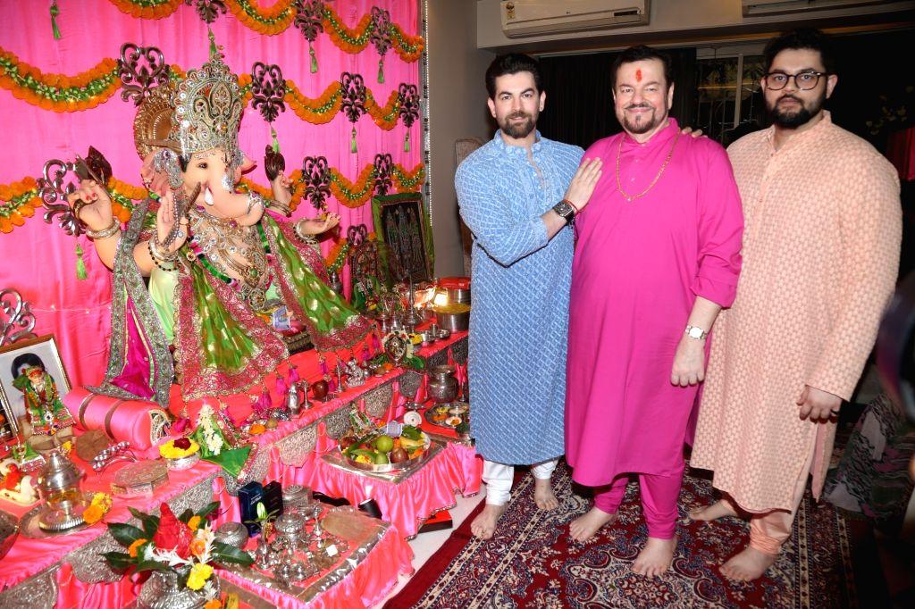 Singer Nitin Mukesh with his sons Neil Nitin Mukesh and Naman Nitin Mukesh during Ganesh Chaturthi celebrations in Mumbai on Sep 2, 2019. - Neil Nitin Mukesh