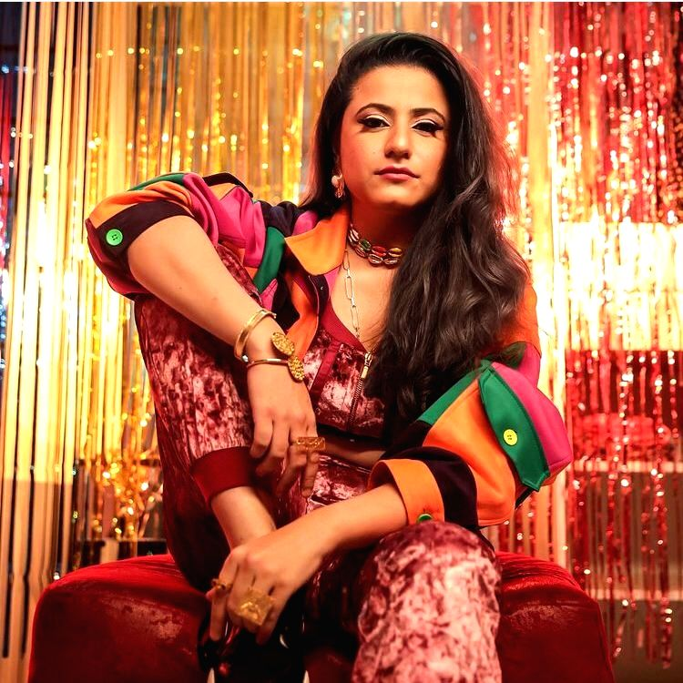 Singer Raashi Sood recounts how it was to work with Sonakshi for 'Mil Mahiya'.