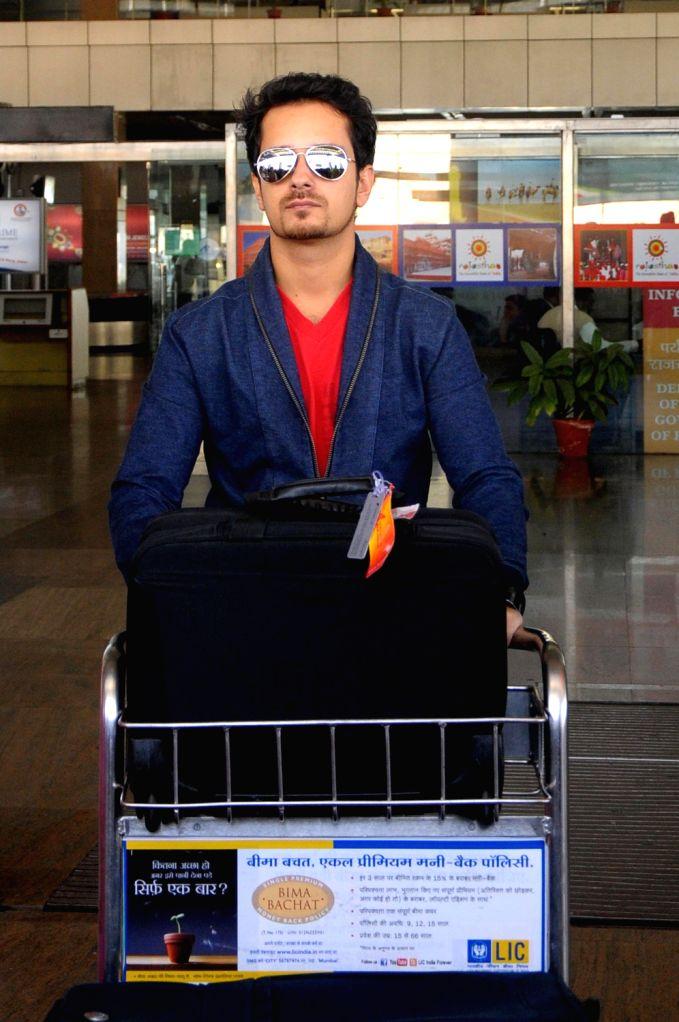 Singer Raghav Sachar arrives at Jaipur airport on 7 Dec. 2013.