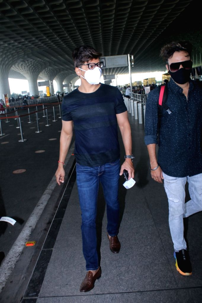 Singer Shaan Spotted Airport Departure on Monday 01st March 2021.