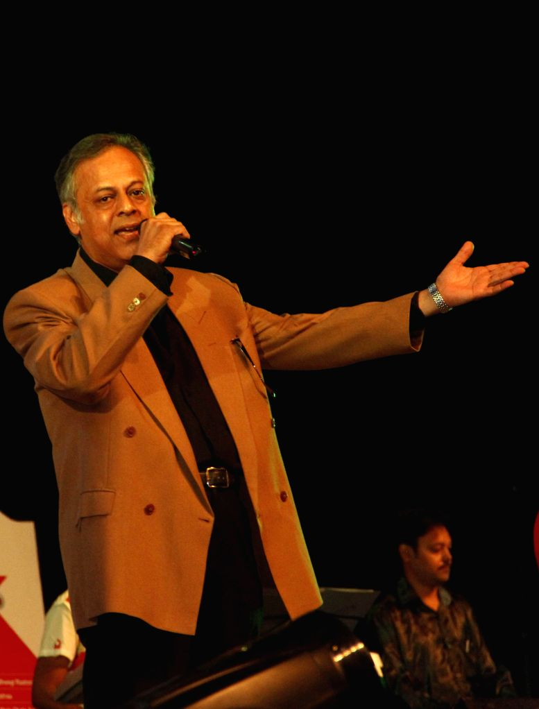 Singer Shailendra Singh performs during `Pachattare Pancham- Yaadon Ki Baraat`a musical event organised on the 75th birth anniversary of the legendary music composer R.D.Burman by Melody Chime- The .. - Shailendra Singh