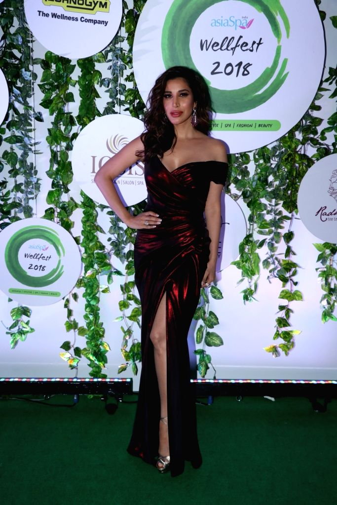 Singer Sophie Choudry at the red carpet of Asia Spa Fit & Fabulous Awards 2018 in Mumbai on Oct 30, 2018.