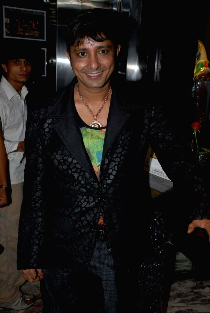 "Singer Sukhwinder Singh at an event hosted by politician Asif Bhamla's organisation Love India. The team members of Oscar award-winning international film ""Slumdog Millionaire"" were hon - Sukhwinder Singh"