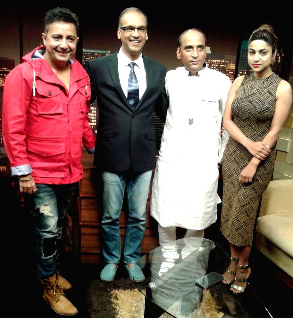 """Singer Sukhwinder Singh, lyricist Faaiz Anwar and Ritika Gulati during promotion of their upcoming film """"Love Ke Funday"""". - Sukhwinder Singh"""