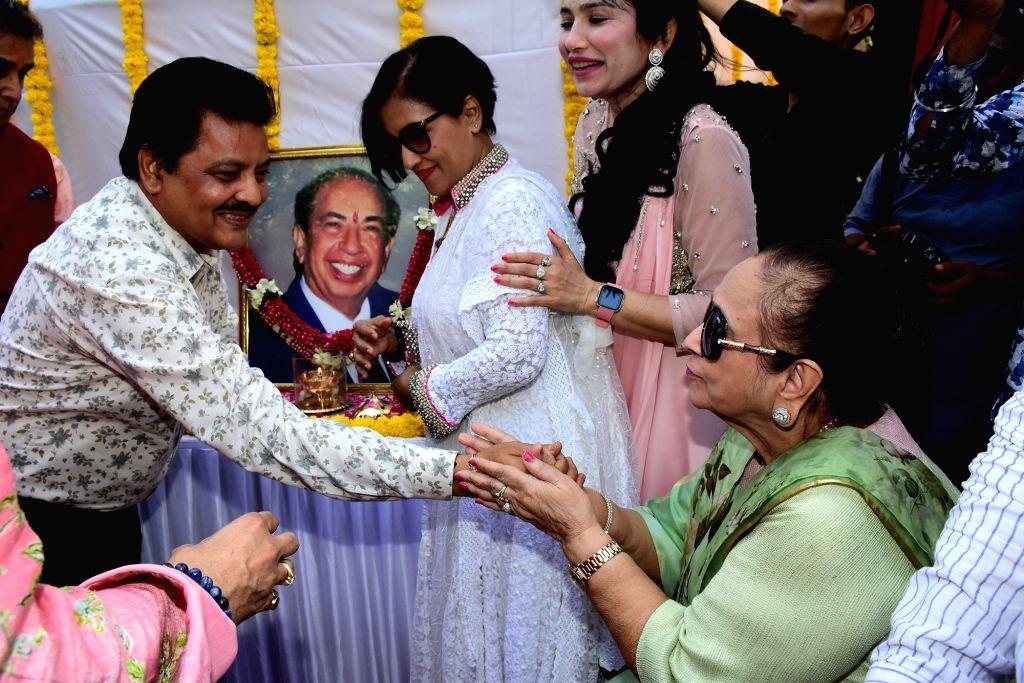 Singer Udit Narayan with legendary National Award winning playback singer Mahendra Kapoor's wife Praveen Mahendra Kapoor at the inauguration of 'Padmashri Mahendra Kapoor Chowk', in Mumbai on ... - Praveen Mahendra Kapoor