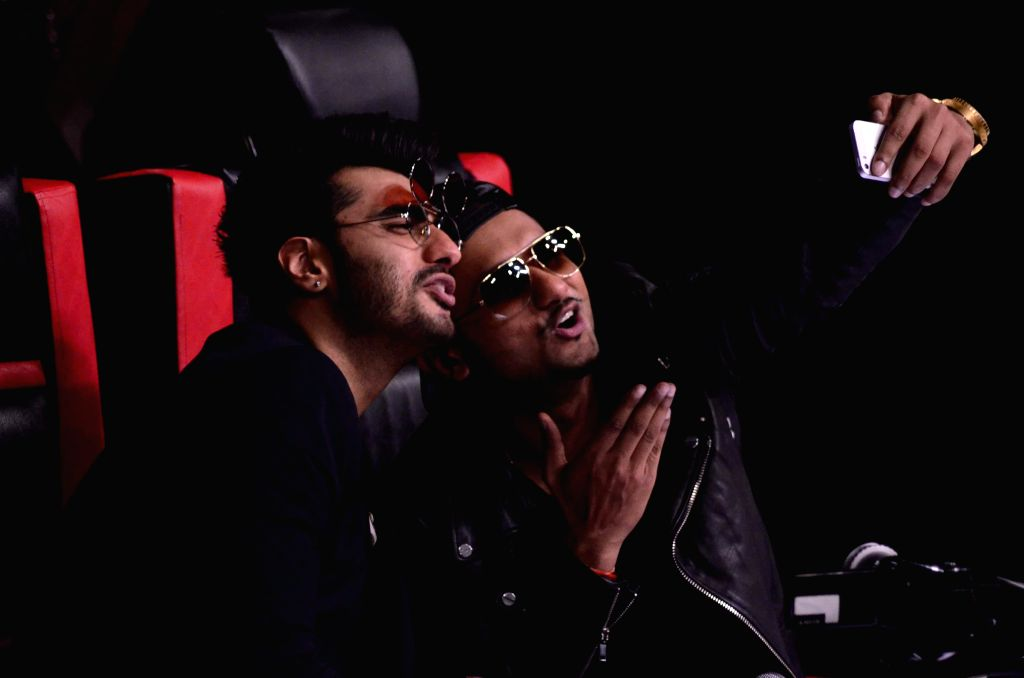 Singer Yo Yo Honey Singh and actor Arjun Kapoor during the promotion of film Finding Fanny on the sets of reality show Indias Raw Star in Mumbai on September 8, 2014. - Arjun Kapoor and Singh