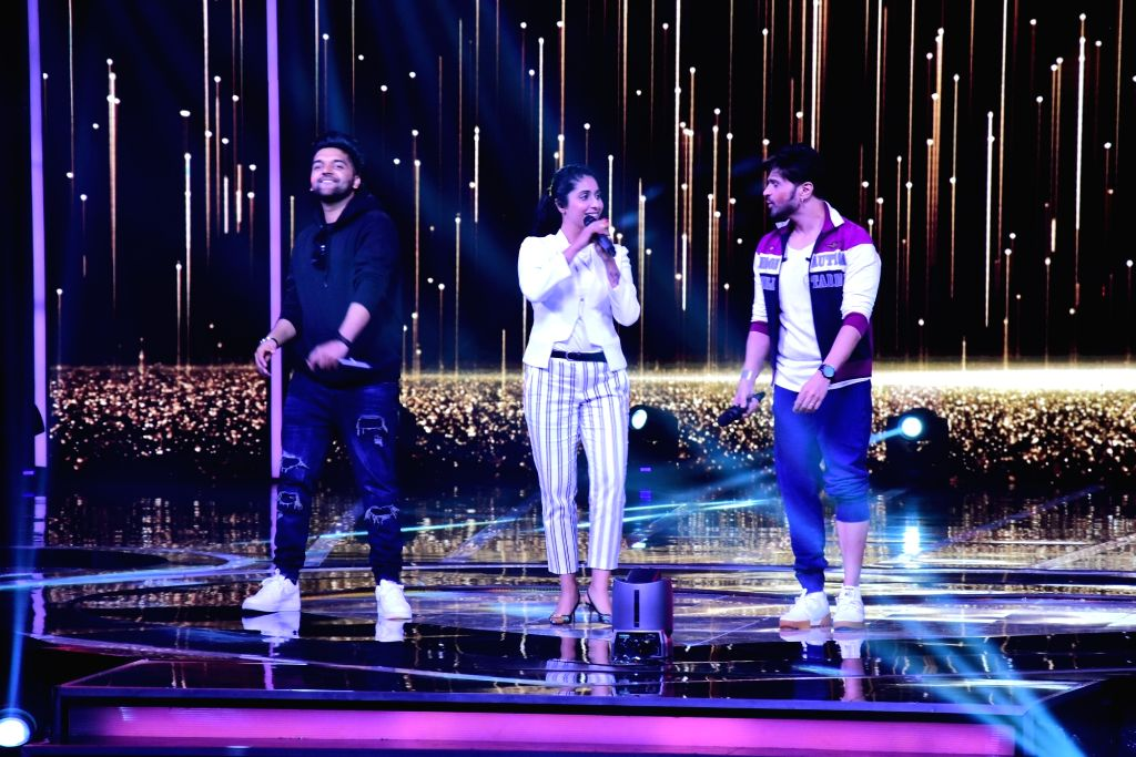 "Singers and judges of singing reality television show for kids ""Love Me India"" - Guru Randhawa , Himesh Reshammiya and Neha Bhasin perform during Ganesh Chaturthi celebrations on ..."