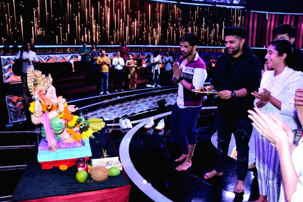"Singers and judges of singing reality television show for kids ""Love Me India"" - Guru Randhawa , Himesh Reshammiya and Neha Bhasin perform Ganesh 'arti' during Ganesh Chaturthi ..."