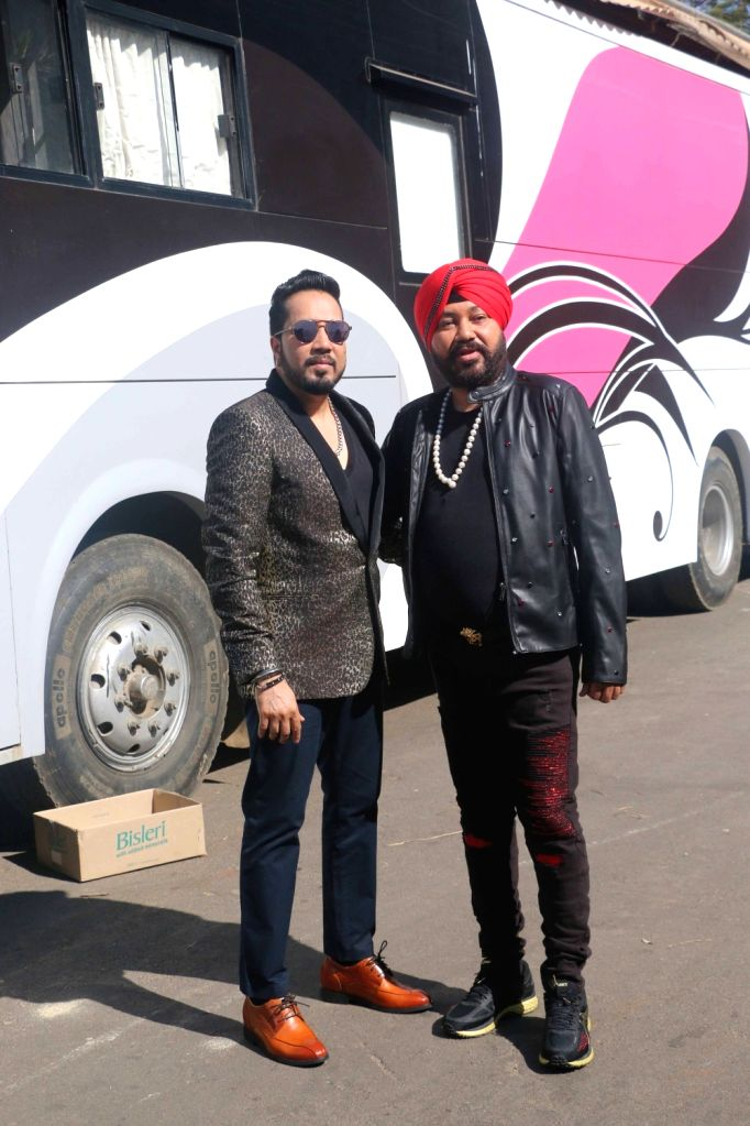 "Singers Mika Singh and Daler Mehndi on sets of dance reality show ""Super Dancer Chapter 2"" in Mumbai on Feb 12, 2018. - Mika Singh"
