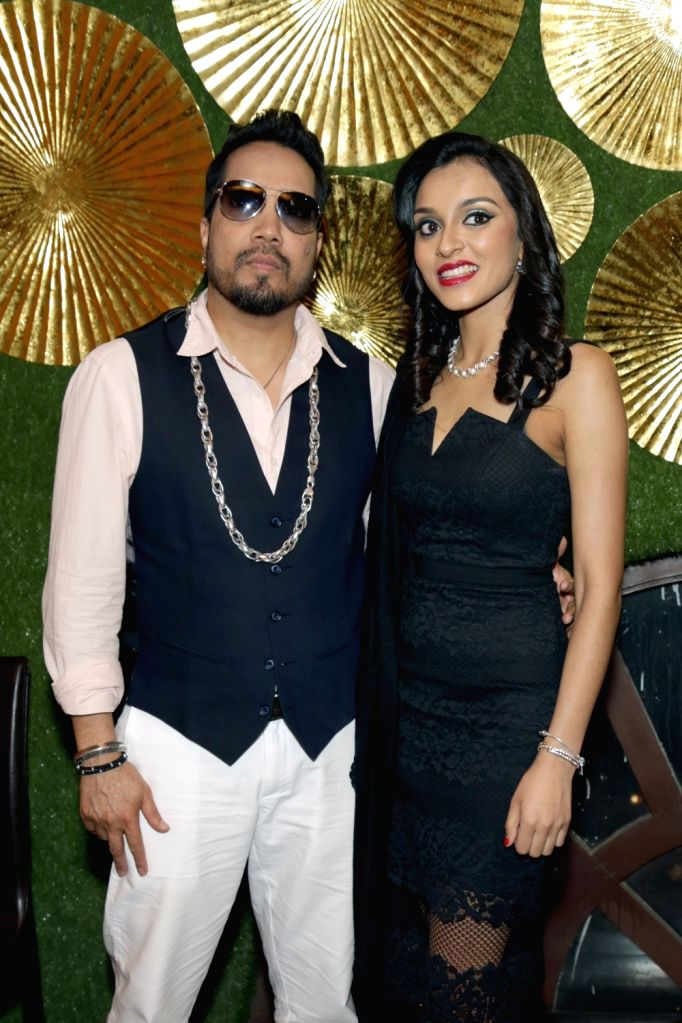 """Singers Mika Singh and Kirti Arneja at the launch of new music album """"Jogi"""" in New Delhi, on April 28, 2017. - Mika Singh"""