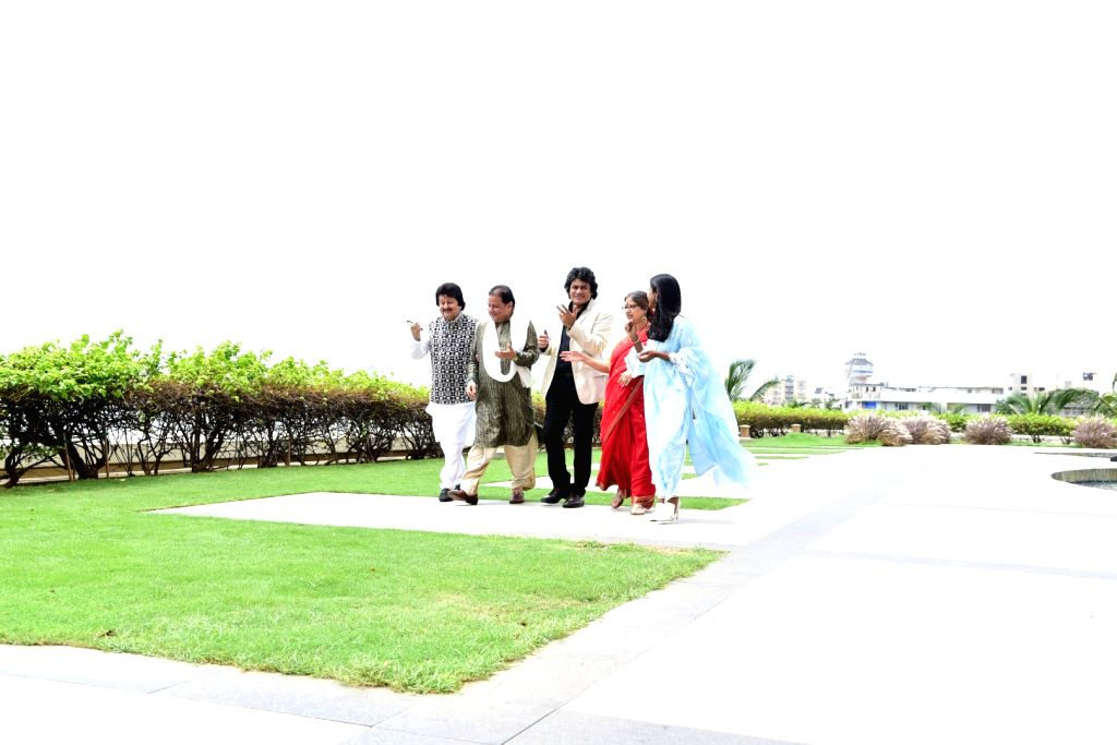 "Singers Pankaj Udhas, Anup Jalota, Rekha Bhardwaj and Sudeep Banerjee during the promotion of an annual Ghazal festival ""Khazana"", in Mumbai, on July 17, 2019. - Rekha Bhardwaj and Sudeep Banerjee"