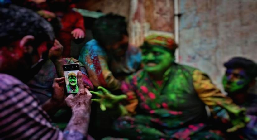 Six iconic Holi photographs reminiscent of the 'old normal