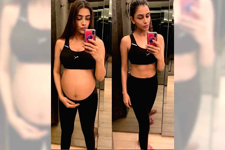 Smriti Khanna shares pic of her fit body post pregnancy. - Smriti Khanna
