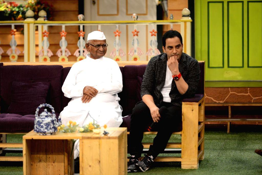 Social activist Anna Hazare and actor Shashank Udapurkar during the promotion of film Anna: Kisan Baburao Hazare on the sets of The Kapil Sharma Show in Mumbai on Sept. 23, 2016. - Shashank Udapurkar
