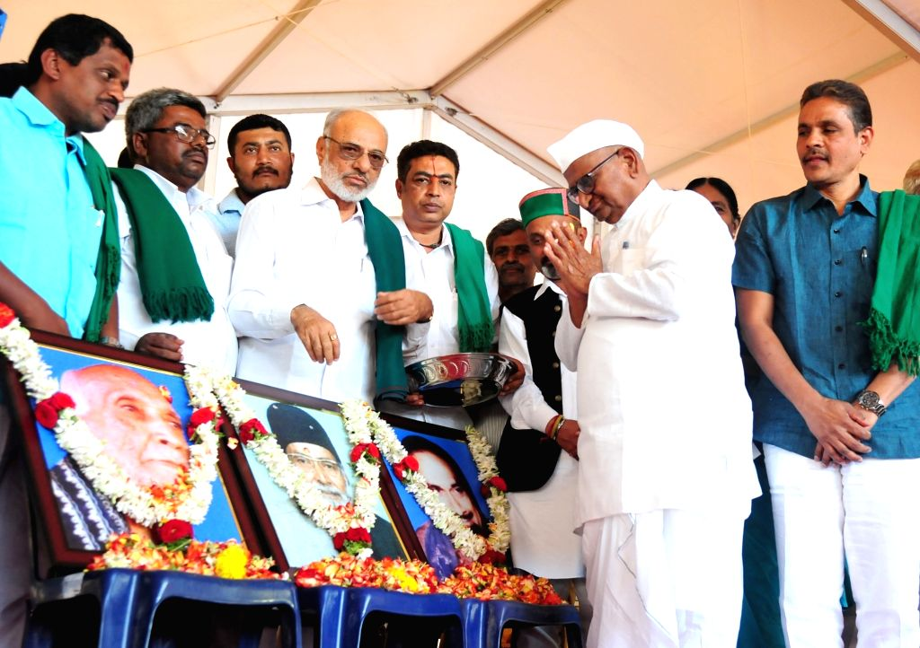 Social activist Anna Hazare and Farmers Association President Kodihalli Chandrashekhar during the inauguration of the Farmers Conference organised by Karnataka Farmers Association and ...