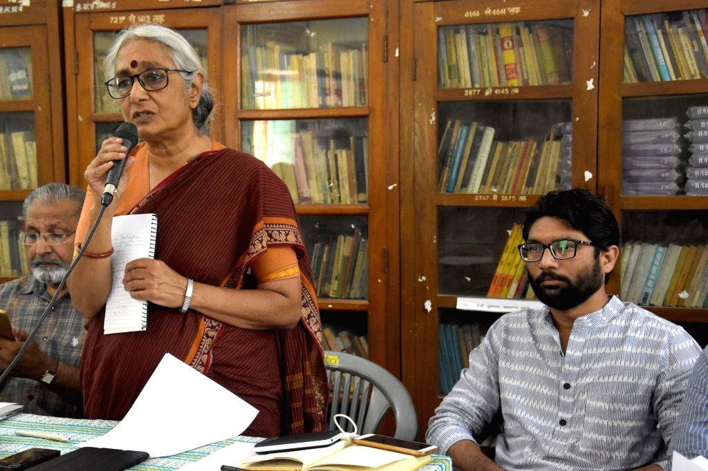 Social activist Aruna Roy addresses a press conference in Jaipur on Sept 17, 2018. Also seen Gujarat MLA Jignesh Mevani. - Aruna Roy