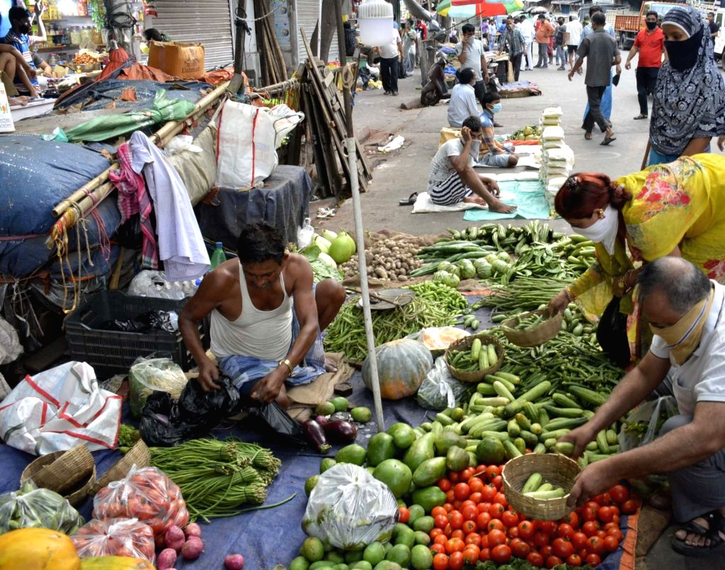 Social distancing orders being violated at a crowded Kolkata vegetable market during the extended nationwide lockdown imposed to mitigate the spread of coronavirus; on Apr 25, 2020.