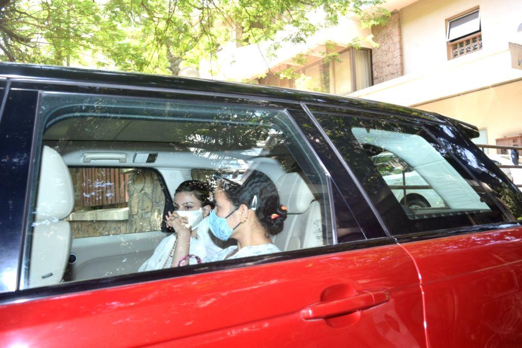 Soha and kunal spotted Kareena Kapoor house in Bandra - Kareena Kapoor