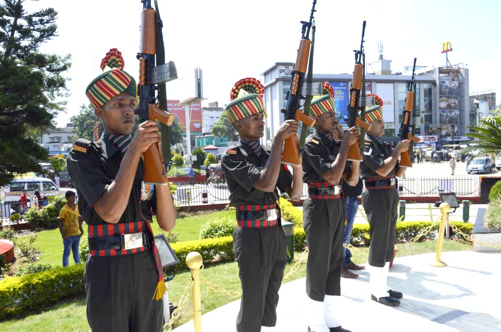 Soldiers pay tribute to martyrs on Kargil Vijay Diwas in Patna, on July 26, 2015.