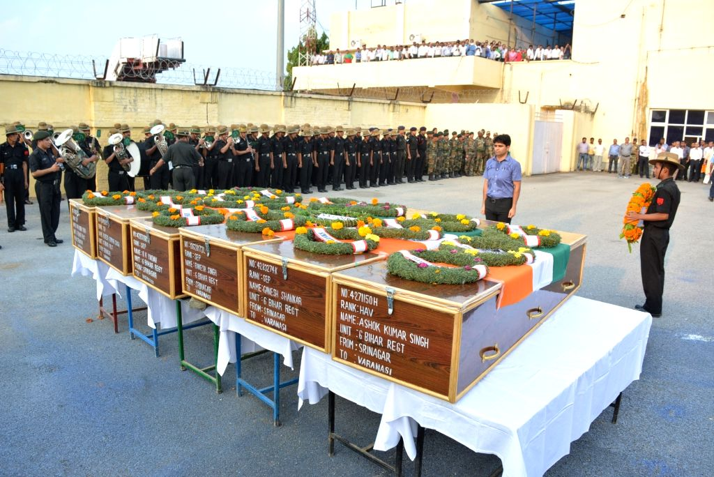 Soldiers pay tribute to the Uri martyrs in Varanasi, on Sept 19, 2016.