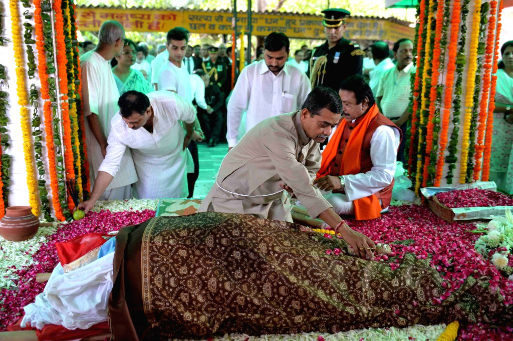 Son of President Pranab Mukherjee, Abhijit Mukherjee at the cremations of first lady Suvra Mukherjee at the Lodhi Road crematorium in New Delhi, on Aug 19, 2015. - Pranab Mukherjee and Abhijit Mukherjee