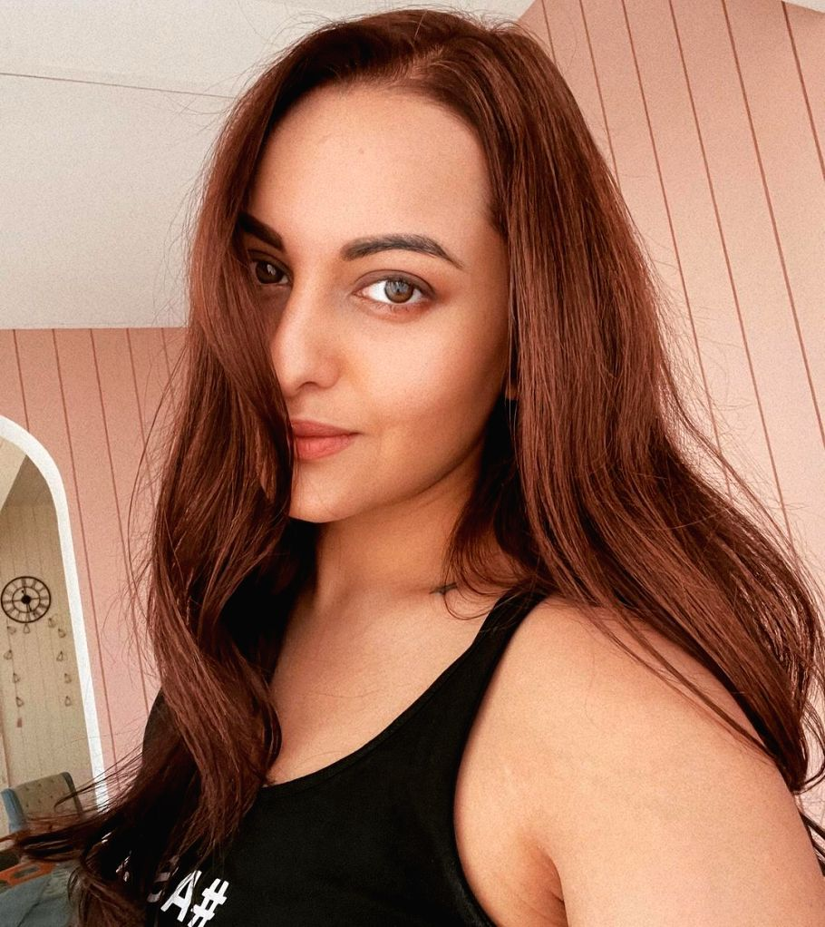 Sonakshi on social media ban buzz: Last post has to be a selfie(photo:Instagram)