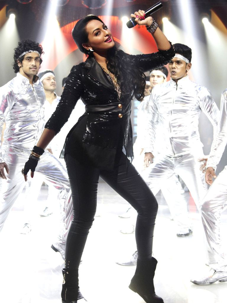 "Sonakshi Sinha in a retro avatar for the song ""Thank god it's Friday"" for ""Himmatwala"". - Sonakshi Sinha"