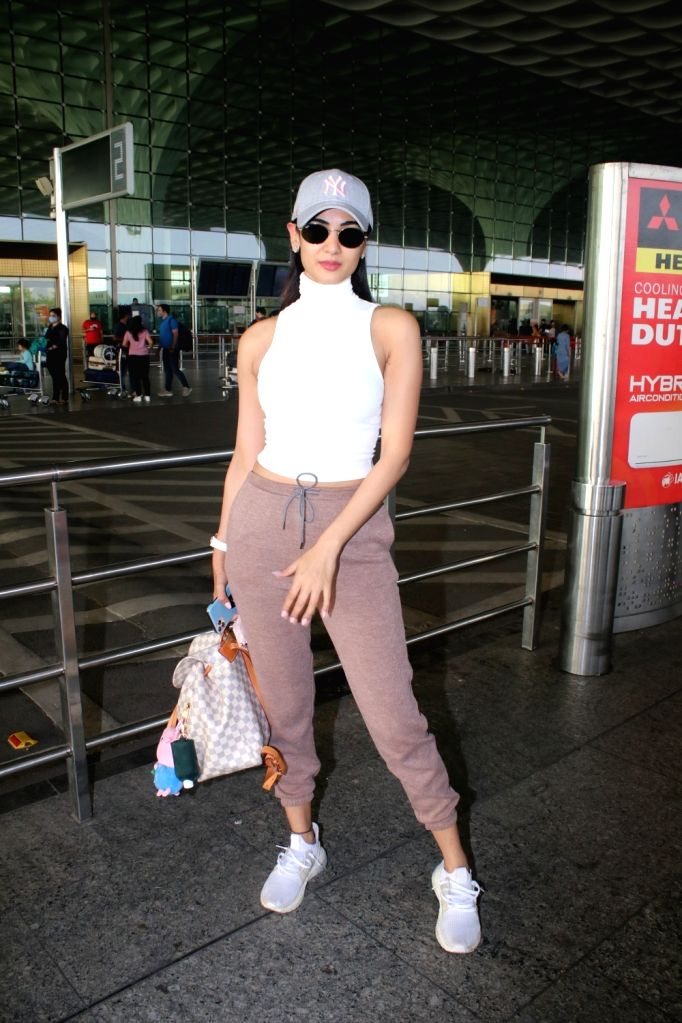Sonal Chauhan Spotted at Airport Departure on Saturday 06th March, 2021. - Sonal Chauhan Spotted
