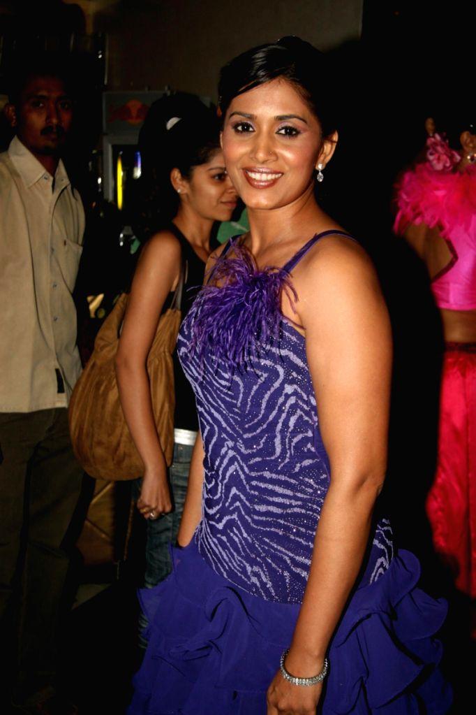 Sonali Kulkarni at Sandip Soparkar world dance day bash. - Sonali Kulkarni