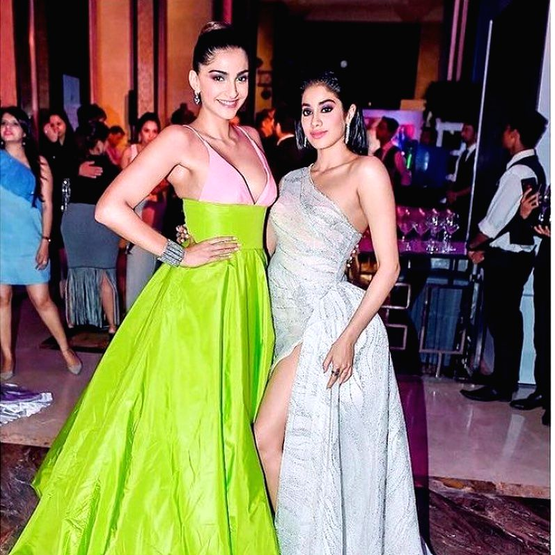 Sonam Kapoor posts b'day wish for 'dearest Jaanu' Janhvi.(photo:instagram) - Sonam Kapoor
