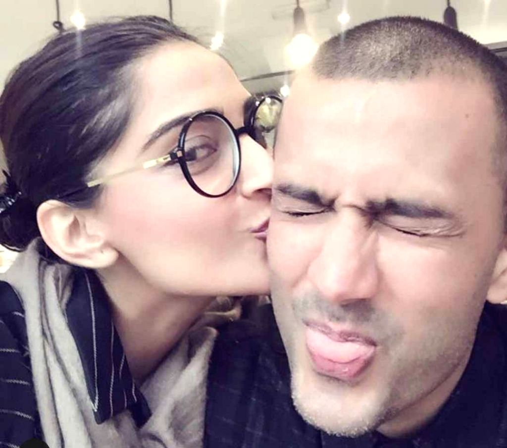 Sonam's sweet note for hubby Anand on 2nd wedding anniversary.