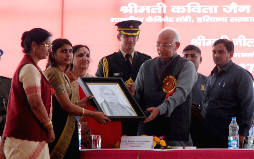 Haryana Governor Kaptan Singh Solanki during 6th Youth Festival at Bhagat Phool Singh Mahila Vishwavidyalaya in Sonepat, Haryana on Nov 27, 2014. - Kaptan Singh Solanki