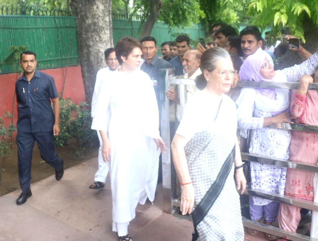 Sonia Gandhi,Priyanka Gandhi - Sonia Gandhi and Priyanka Gandhi
