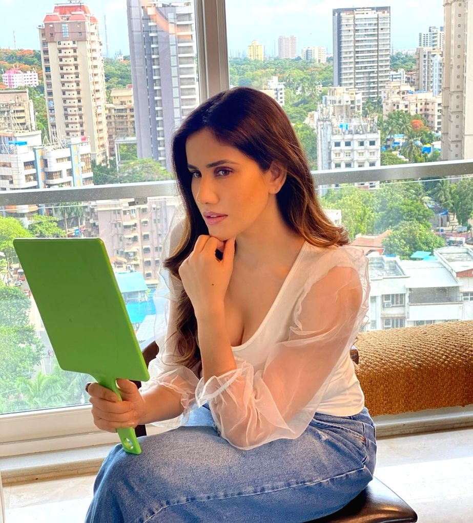 Sonnalli Seygall shares a 'different level of comfort factor' with Sunny Singh - Singh