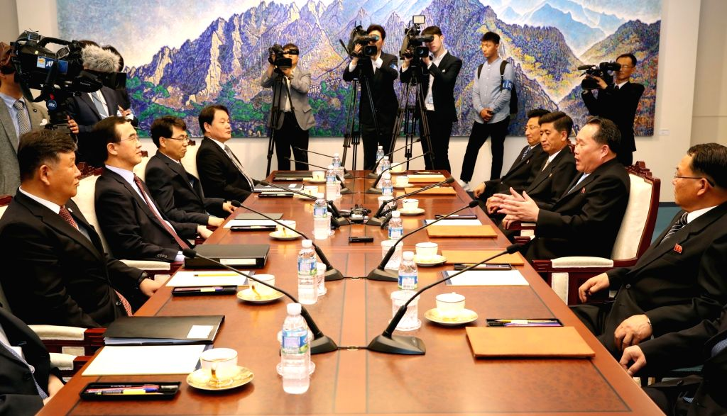 South and North Korean officials hold high-level talks at the truce village of Panmunjom on June 1, 2018. The meeting is a follow-up to the April 27 summit between the Koreas. (pool photo)