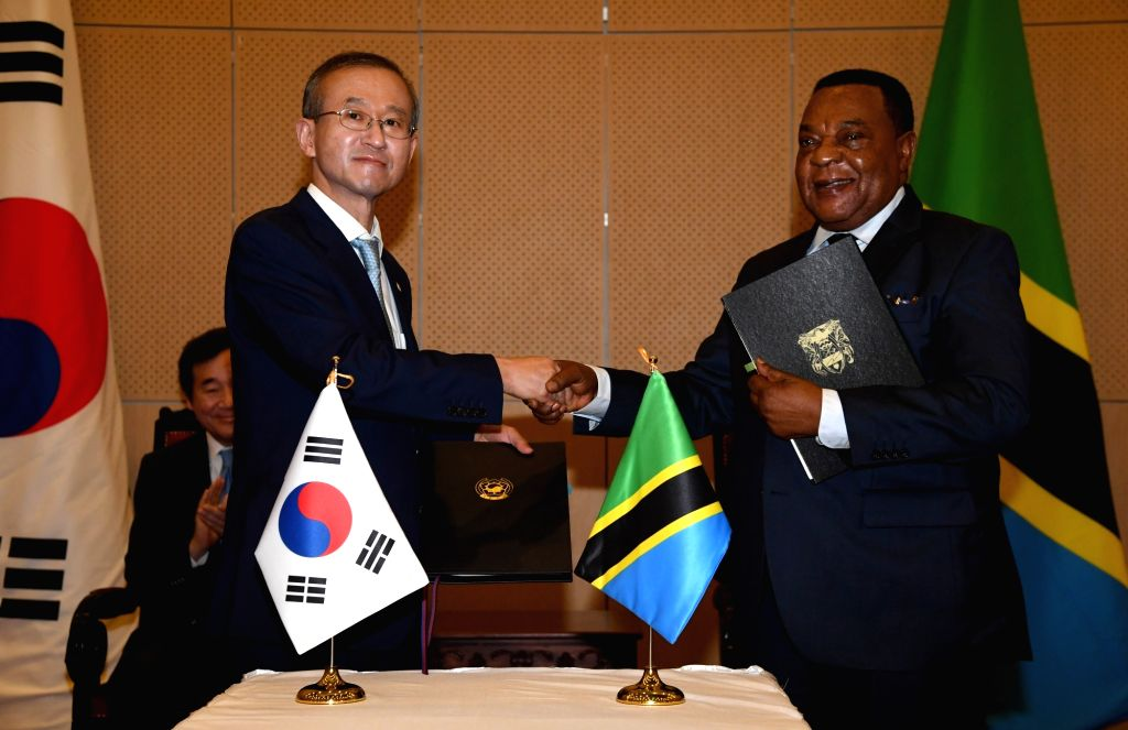 South Korea's Vice Foreign Minister Lim Sung-nam (L) shakes hands with Tanzanian Foreign Minister Augustine Mahiga in Dar es Salaam on July 22, 2018, after signing an agreement to waive ... - Lim Sung