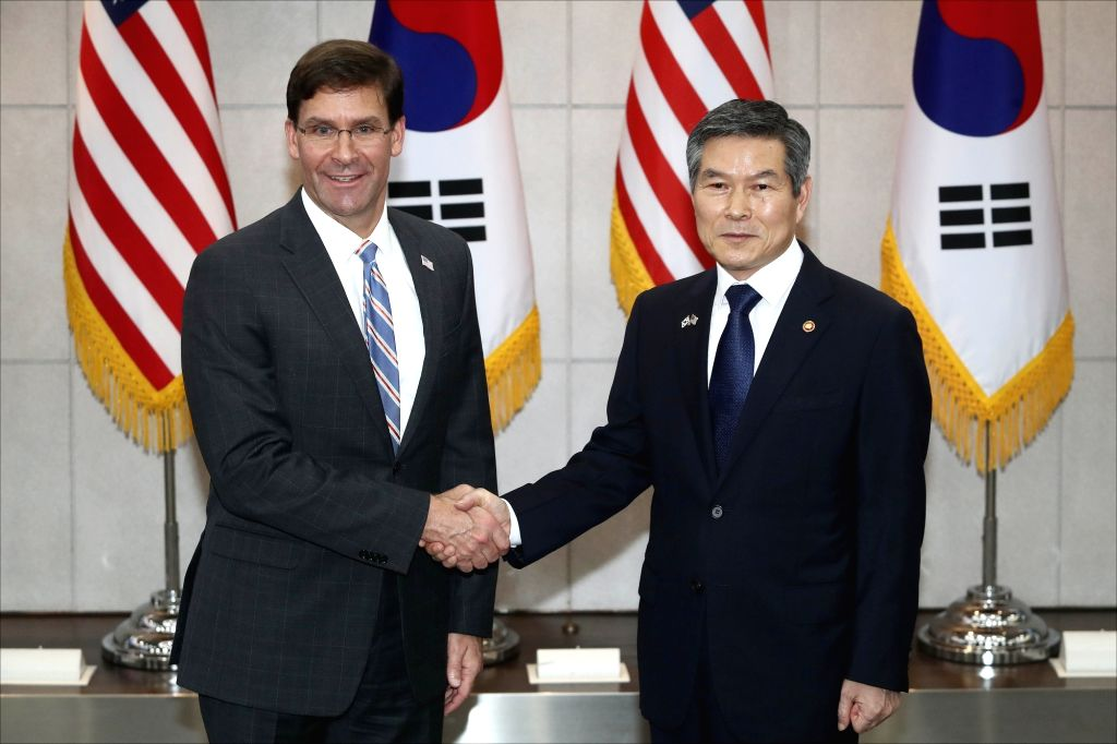 South Korean Defense Minister Jeong Kyeong-doo (R) and U.S. Secretary of Defense Mark Esper pose for a photo prior to their talks at the defense ministry in Seoul on Aug. 9, 2019. - Jeong Kyeong