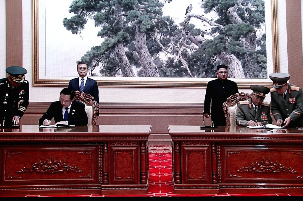 South Korean Defense Minister Song Young-moo (L) and his North Korean counterpart No Kwang-chol sign a comprehensive inter-Korean military agreement in Pyongyang on Sept. 19, 2018, in this ... - Song Young