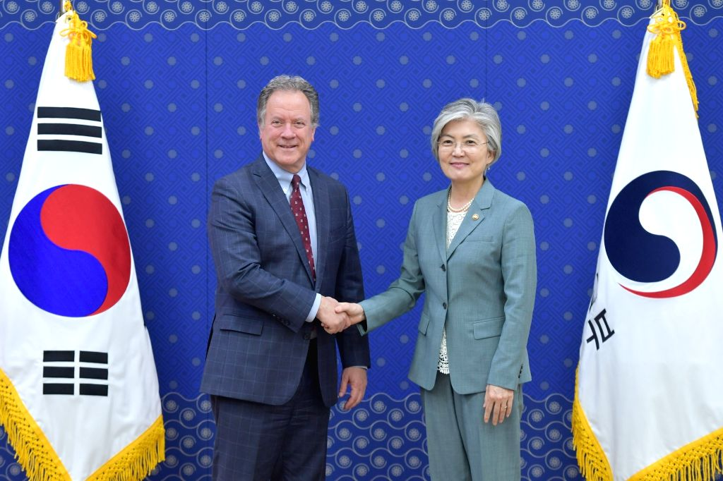 South Korean Foreign Minister Kang Kyung-wha (R) and U.N. World Food Programme (WFP) head David Beasley pose for a photo prior to their meeting at the government complex in Seoul on May 13, ... - Kang Kyung