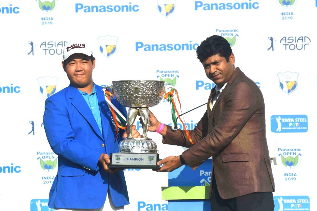 South Korean golfer Joohyung Kim with Panasonic India Head Marketing Communication and Brand Shirish Agarwal.