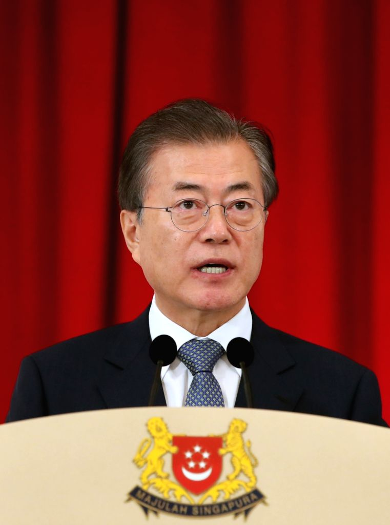 South Korean President Moon Jae-in speaks during a joint press conference with Singapore Prime Minister Lee Hsien Loong at the presidential palace in Singapore on July 12, 2018. Moon and ... - Lee Hsien Loong