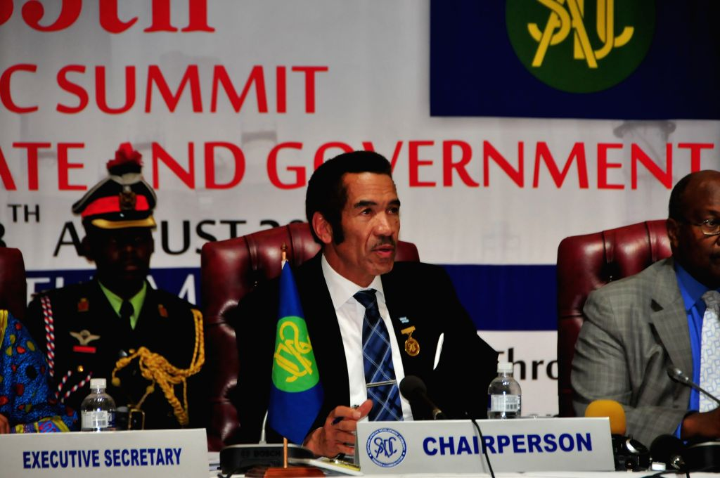 Southern African Development Community (SADC) chairperson and Botswana President Seretse Khama Ian Khama(C) attends a post-summit media briefing in Gaborone, ...