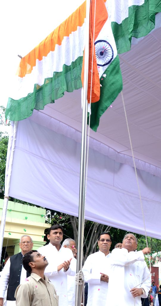 SP chief Mulayam Singh Yadav hoists the national flag on the occasion of 69th ``Independence Day`` celebration in Lucknow, on Aug 15, 2015. Also seen Uttar Pradesh Chief Minister Akhilesh ... - Akhilesh Yadav