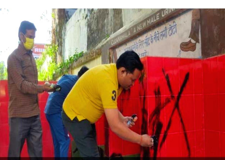 SP creates ruckus regarding the color of urinal in Gorakhpur.