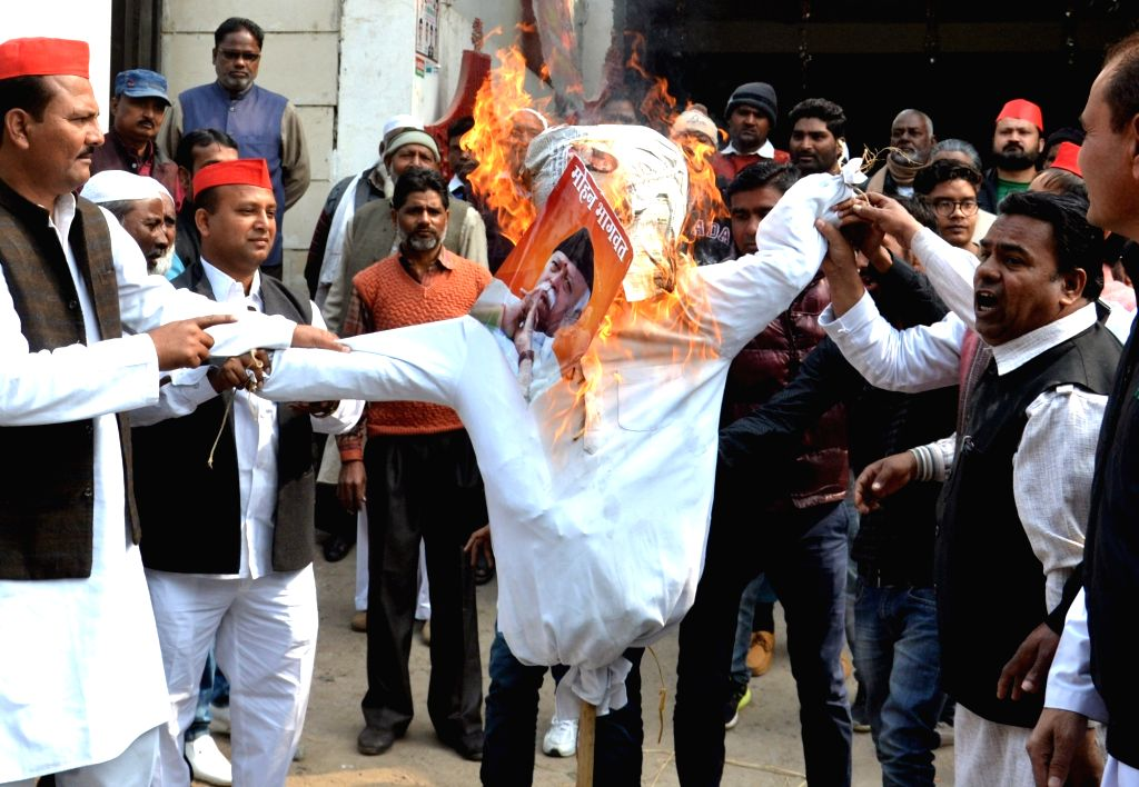 SP workers burn the effigy of RSS chief Mohan Bhagwat as they stage a demonstration in Agra on Feb 12, 2018.