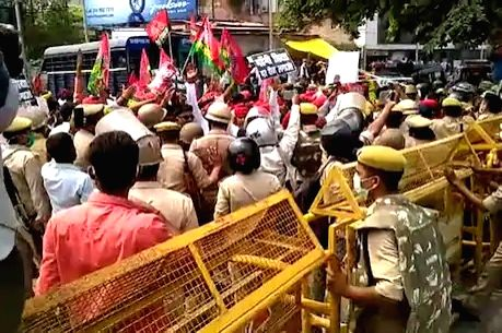 SP workers' demonstration in Prayagraj