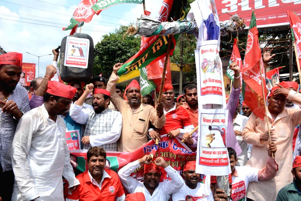 SP workers stage a demonstration during a nationwide shutdown protest or 'Bharat Bandh' against rising fuel prices called by opposition parties led by Congress, in Patna on Sept 10, 2018.